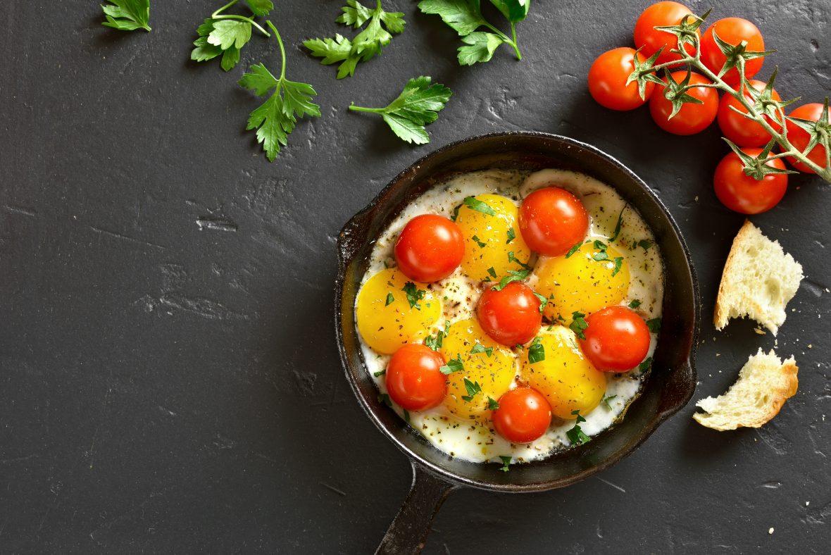 Roșii la tigaie cu ouă